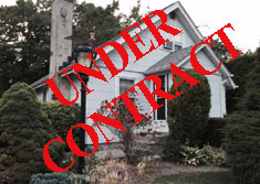 Greenlawn Bunglalow - front - UNDER CONTRACT
